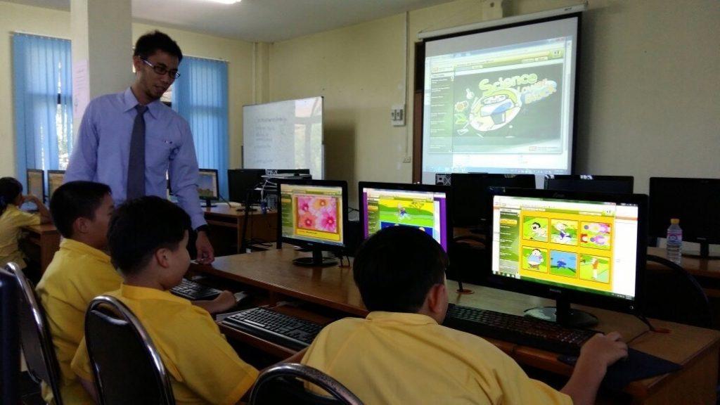 การใช้คอมพิวเตอร์ในโรงเรียน